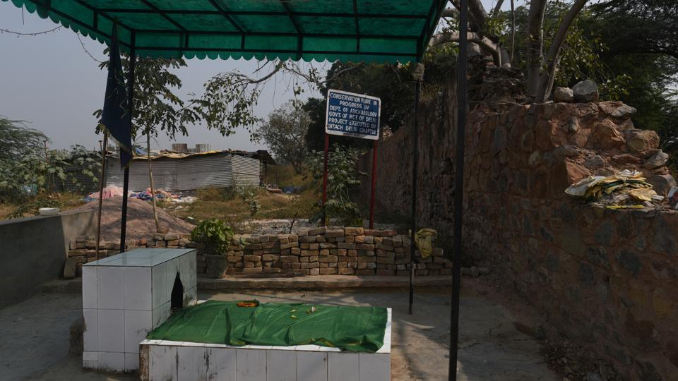 A Muslim shrine also shares its part in the monument. This sarai with an attached garden was set up by Mehram Khan, a eunuch who headed the harem of Mughal courtier Muhammad Amin Khan under Emperor Aurangzeb's rule. (Vipin Kumar / HT Photo)