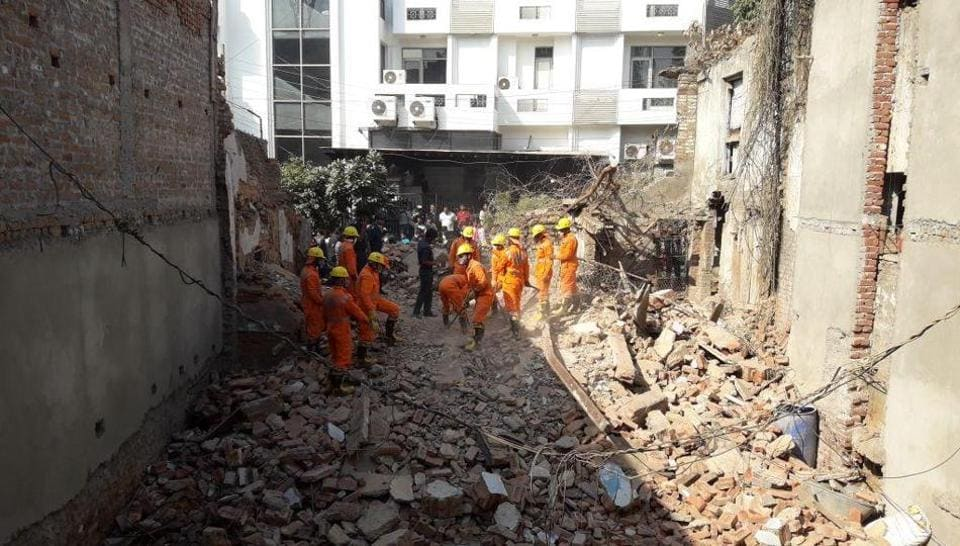 Delhi building collapse,House collapse,Taimur Nagar