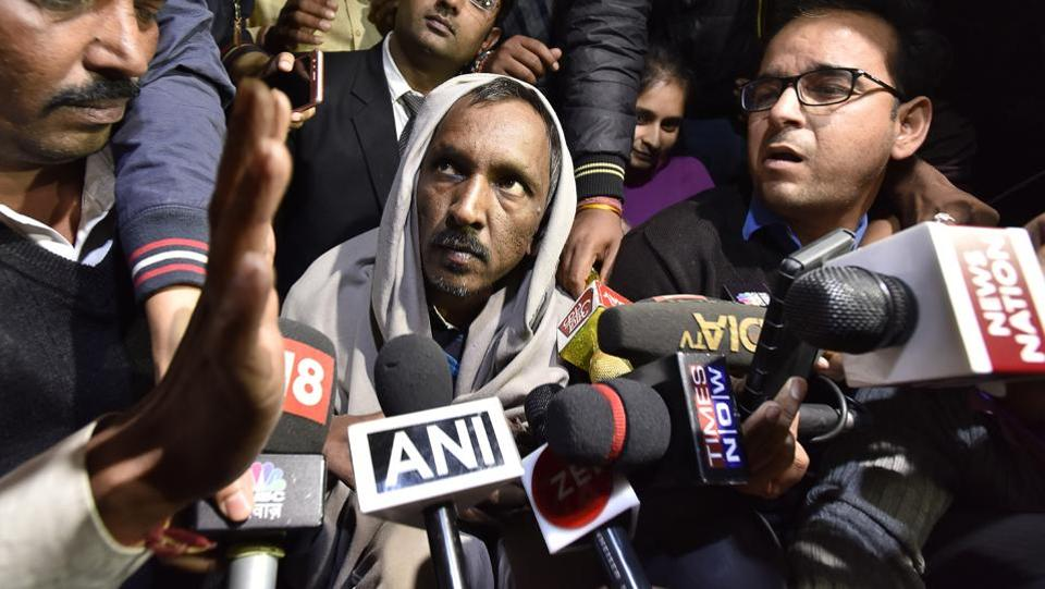 42-year-old Ashok Kumar, the bus conductor arrested for the murder of Pradhyumn Thakur talks to media after his release from Bhondsi jail on November 22, 2017. (Sanjeev Verma / HT PHOTO)