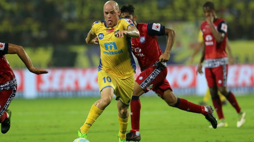 Iain Hume in action during the Indian Super League match between Kerala Blasters FC and Jamshedpur FC.  (ISL / SPORTZPICS)