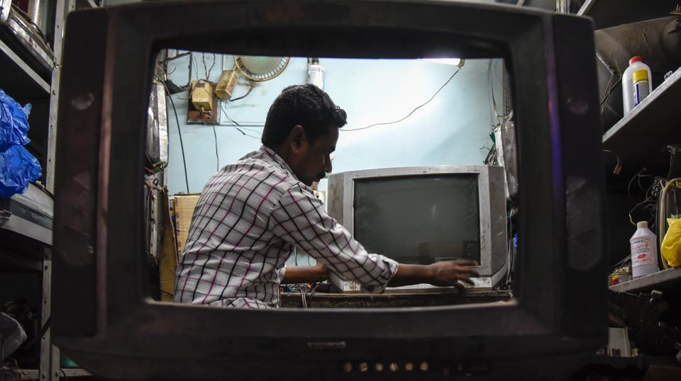 A man repairs an old TV in a workshop in Pune on  Monday, November 20, 2017. In December 1996, the UN general assembly declared November 21 as World Television Day, commemorating the first World Television forum. (Sanket Wankhade / HT Photo)