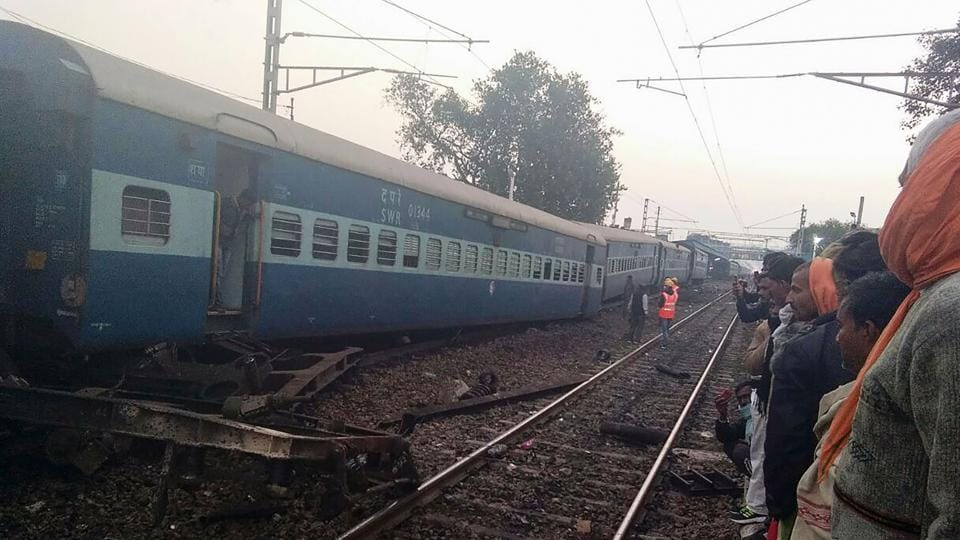 Thirteen coaches of an express train derailed in Northern India on November 24 that left three people dead and nine injured. The Vasco Da Gama Express flipped off the tracks in thick fog soon after leaving Manikpur station in Uttar Pradesh. (AFP)