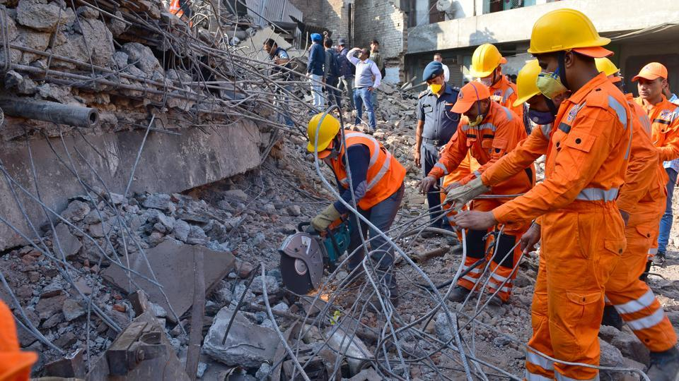 Police, NDRF and Army personnel continue rescue operations on Day 3 after a five storied plastic factory collapsed on Monday November 20, 2017 at Mushtaq Gunj near Suffian Chowk in Ludhiana. Three firemen are still believed to be trapped in the rubble which has claimed 13 lives, including those of six fire fighters so far. (Gurpreet Singh / HT Photo)