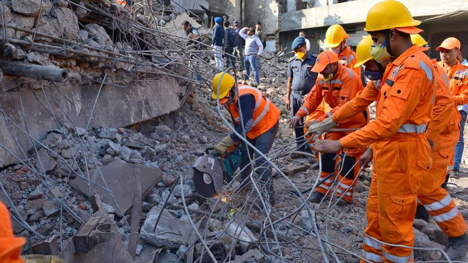 Police Force, NDRF and army personnel carry out rescue operations on the third day after a five-storey building collapsed in Ludhiana on Wednesday, November 22, 2017. (Gurpreet Singh / HT Photo)