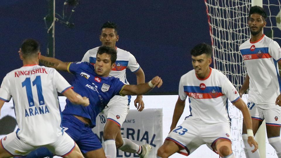 The first half ended with the score goalless. (ISL )