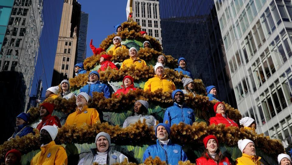 People sing carols in the Macy's Singing Christmas Tree on 6th Avenue during the Macy's Thanksgiving Day Parade in Manhattan, New York. (Andrew Kelly / REUTERS)