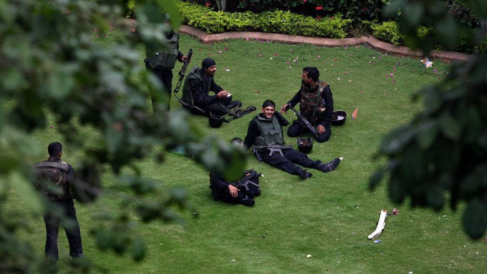 Forensic experts sit on the grounds of the Taj Mahal Palace & Tower Hotel after Indian commando soldiers gained control of the terrorist attack in Mumbai. (Uriel Sinai / Getty Images)