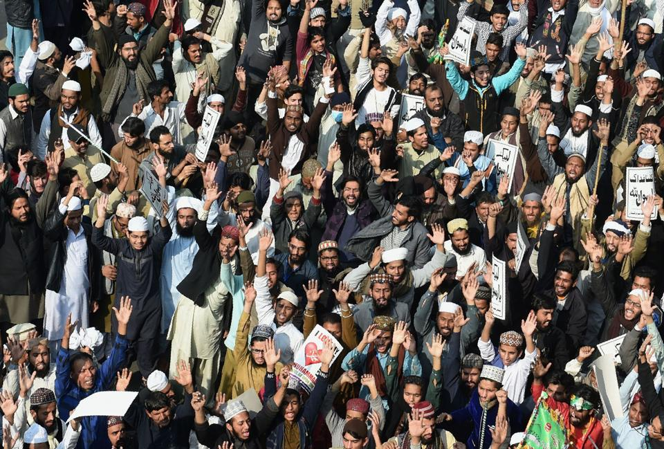 Tehreek-i-Labaik protestors shout slogans against government during a protest in Lahore on November 25, 2017.