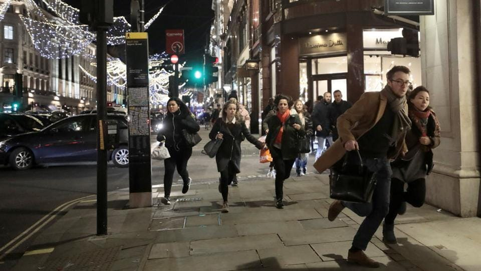 People run down Oxford Street after reports of gunshots being heard on November 24, 2017. Hundreds of people ran from the scene, reflecting the anxiety in a country that has sustained five terror attacks since March 2017.  (Simon Dawson / REUTERS)