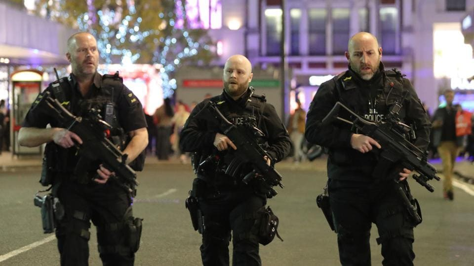 Armed police patrol near Oxford street as they respond to an incident in central London on November 24, 2017. British security forces are on high alert after a string of attacks this year which have left scores of people dead. The most recent involved a bomb on a packed London Underground train in southwest London in September, which injured 30 people.  (Danial Leal - Olivas / AFP)