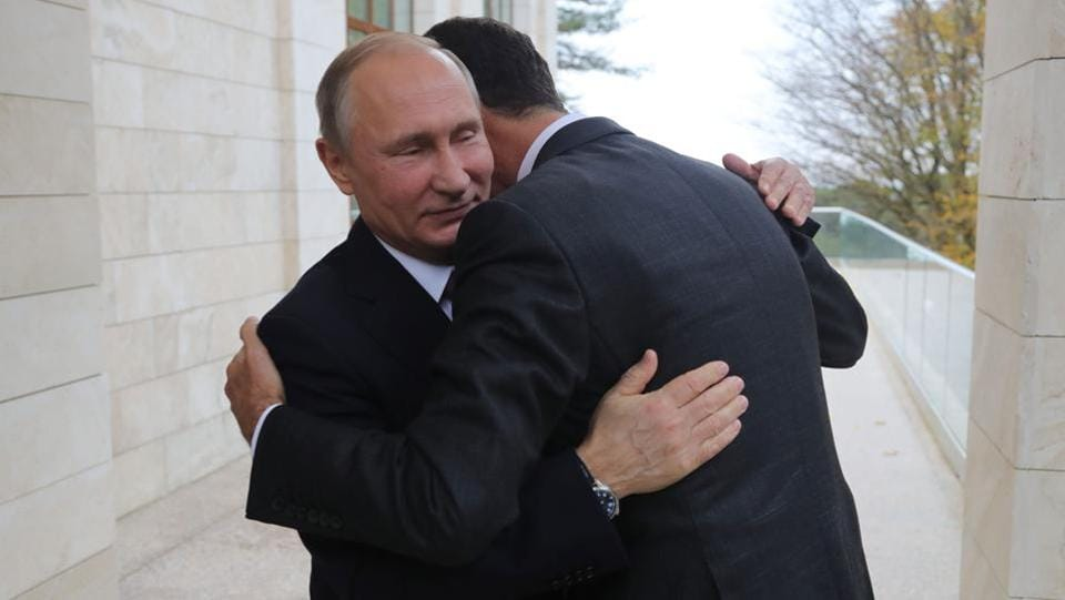 Russia's President Vladimir Putin (L) embraces his Syrian counterpart Bashar al-Assad during a meeting in Sochi on November 20, 2017. (Mikhail Klimentyev / AFP)
