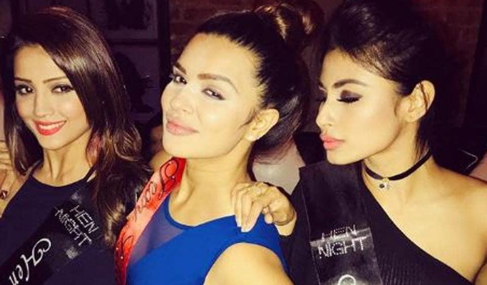 Aashka Goradia's bachelorette party,Aashka Goradia,Mouni Roy