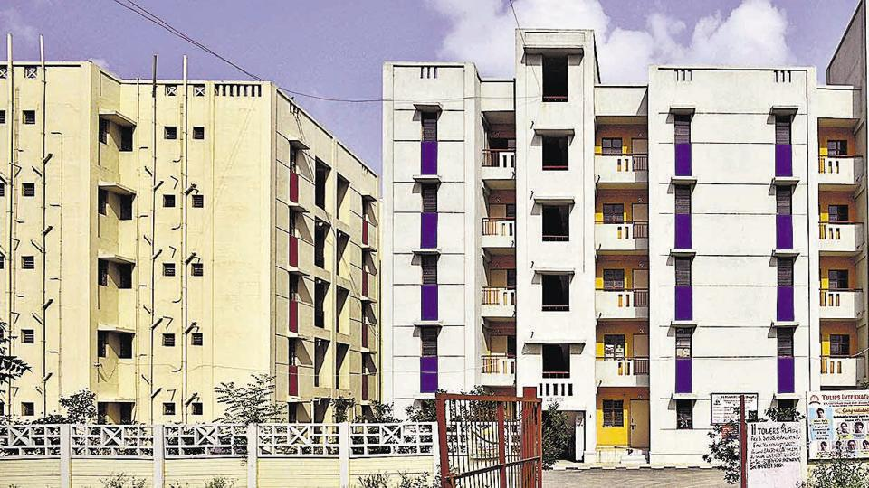 Thousands of LIG flats which were rejected in the 2014 scheme, were offered again in the 2017 plan. However, the DDA clarified that it removed all the problems cited by allottees for returning it.