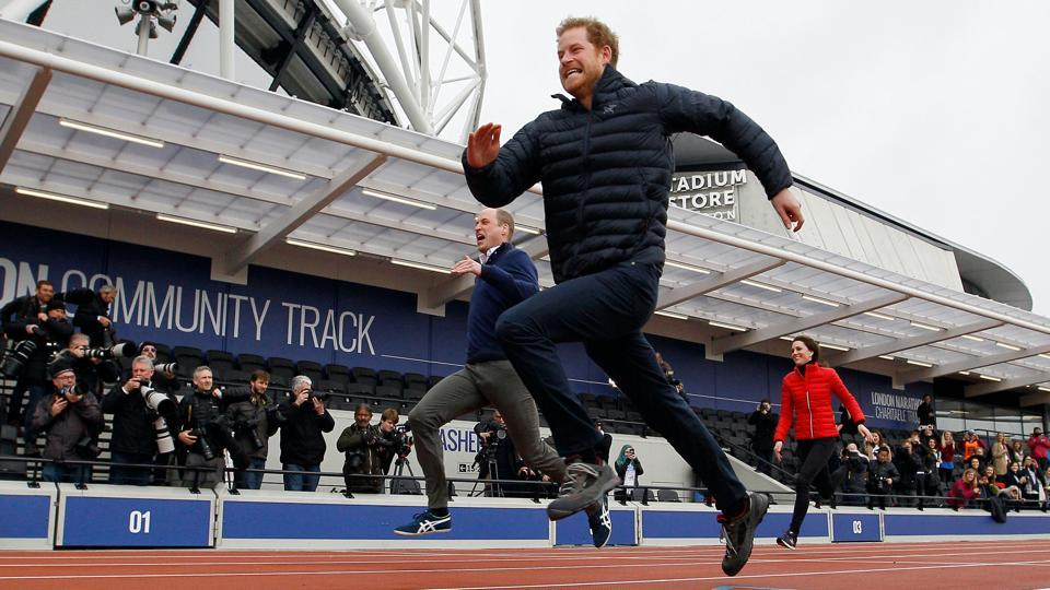 Britain's Catherine, Duchess of Cambridge (R), Britain's Prince William, Duke of Cambridge (L) and Britain's Prince Harry (C) take part in a relay race, during a training event to promote the charity Heads Together, at the Queen Elizabeth Olympic Park in London, on February 5, 2017. (Alastair Grant / AFP)