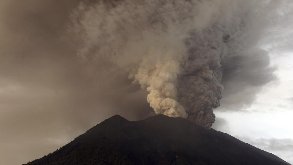 Thousands stranded at Bali airport as volcano alert raised to highest level