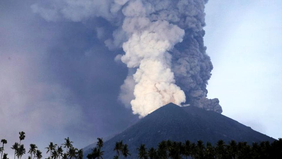 Plumes of ash billow from Mount Agung volcano as viewed from Culik village on November 27, 2017 in Bali, Indonesia. Indonesian authorities raised the alert as Mount Agung rumbled on the tourist island of Bali, ordering people within 10 kilometers to evacuate. Bali's international airport has closed for 24 hours and authorities will consider reopening it Tuesday after evaluating the situation. (Johannes P. Christo / REUTERS)