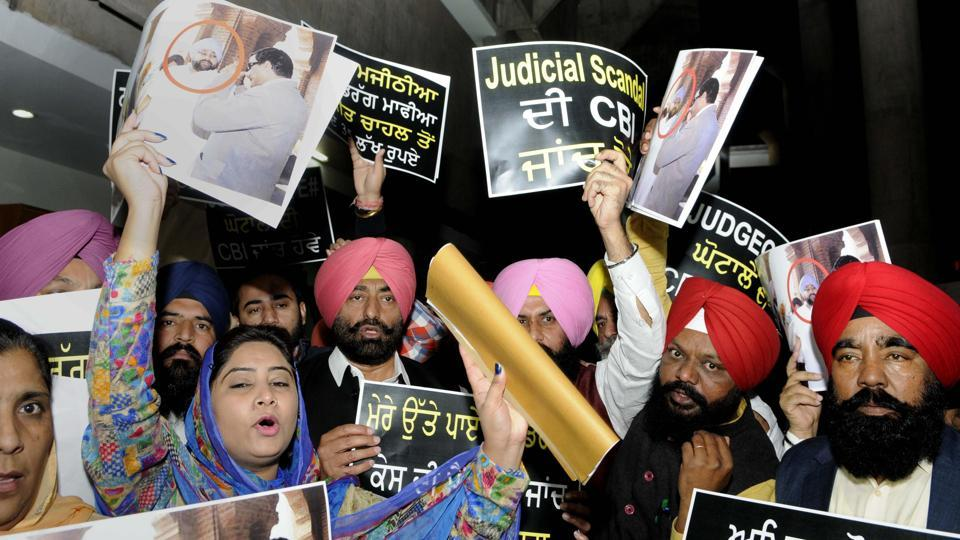 Members of the AAP-Lok Insaaf Party (LIP) protesting outside the Punjab Vidhan Sabha in Chandigarh on Tuesday.