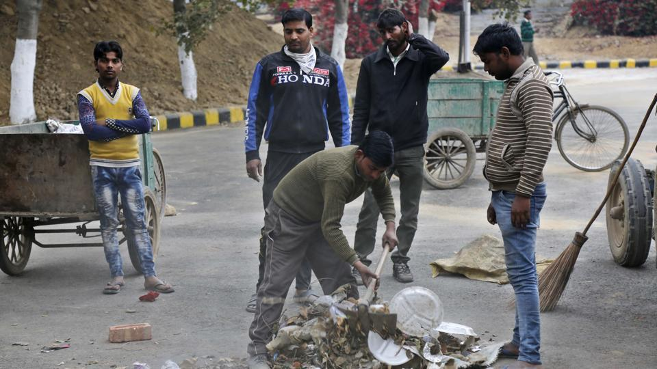 The MCG will start the door-to-door garbage collection service in wards 5 and 6 from December 2.