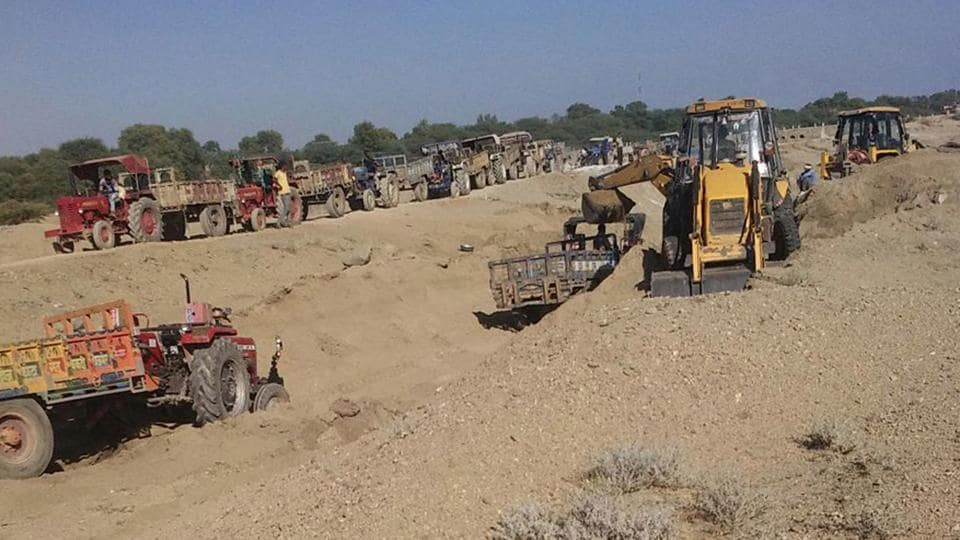 Sand mining on in Ajmer.