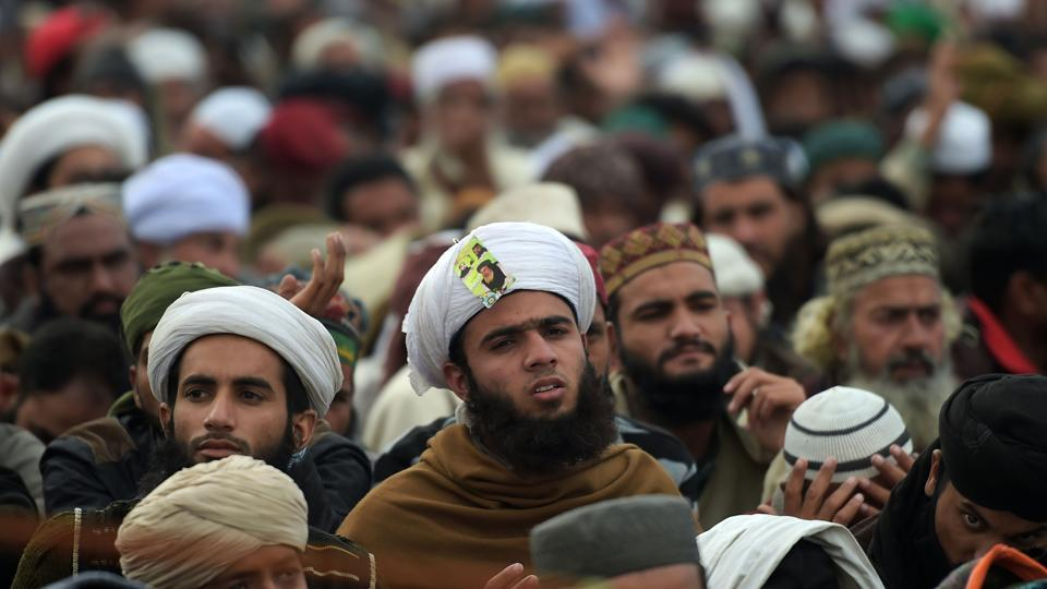 Supporters of the Tehreek-e-Labbaik Pakistan listen to their Khadim Hussain Rizvi announces the end of the protest, Islamabad, November 27, 2017