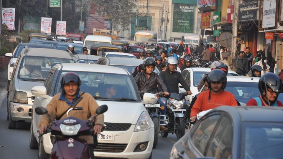 Commuters are facing a lot of problems due to increasing vehicular traffic in Dehradun.