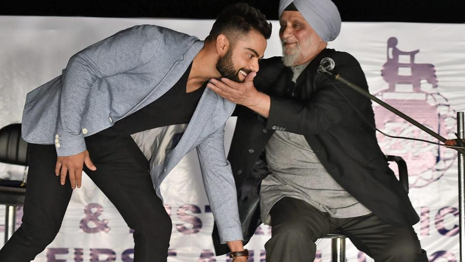 Virat Kohli takes Bishan Singh Bedi's blessings during Delhi and District Cricket Association's (DDCA) first Annual Conclave at Ferozshah Kotla Stadium in New Delhi on Wednesday. (PTI)