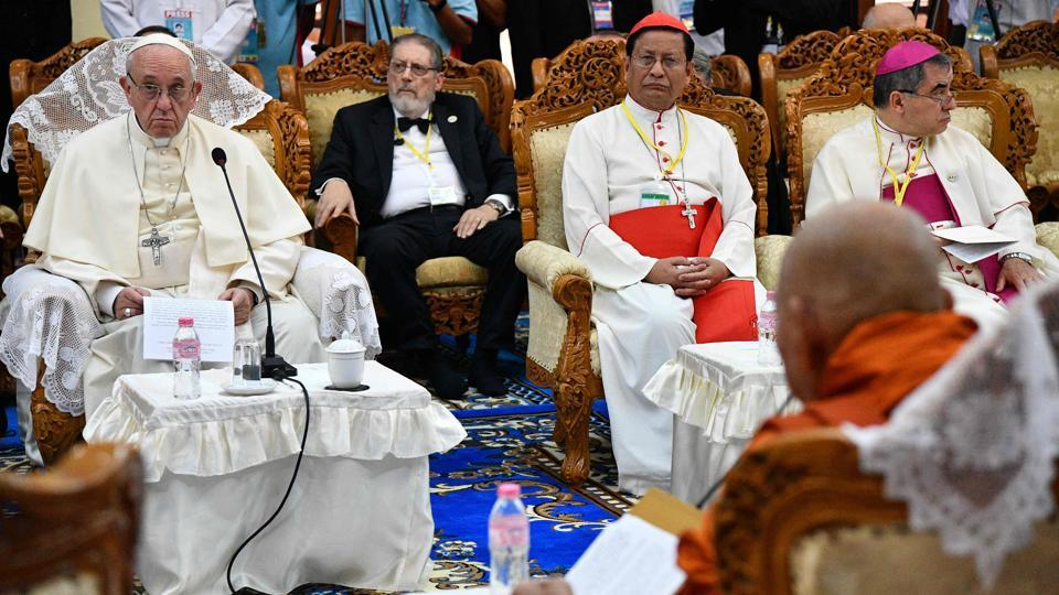 Pope Francis (L) attends a meeting with Bhaddanta Kumarabhivasma (front R), chairman of state Sanga Maha Nayaka Committee, and Buddhist monks in Yangon on November 29, 2017.