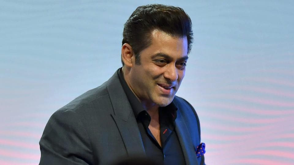 Salman Khan dodged questions about his past and the Padmavati controversy at the HTLS 2017.