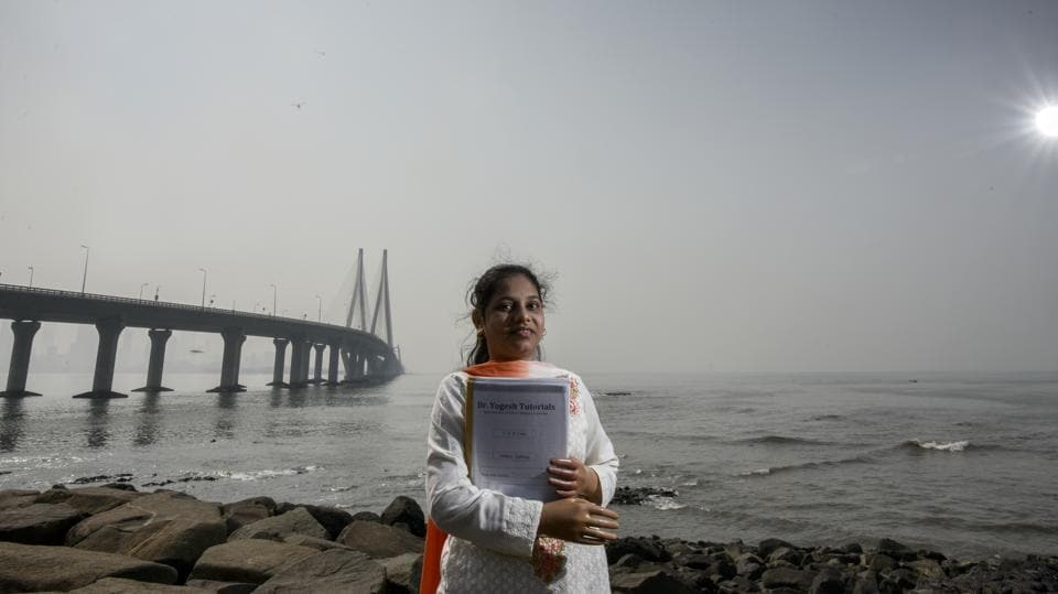 Monika More, a social worker and student, in Bandra, by the sea link. The 18 year-old lost her both hands in railway accident after she slipped in the gap between the local train and platform. Later, she received artificial hands and cleared her HSC exams with 63 per cent. She now works in creating awareness about the dangers of boarding a moving train and also crossing unmanned tracks. (Kunal Patil / HT Photo)