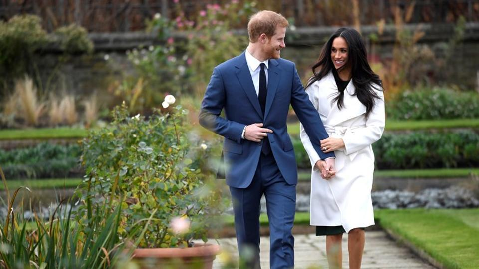 Britain's Prince Harry poses with Meghan Markle in the Sunken Garden of Kensington Palace after a royal announcement of the couple's engagement on November 27, 2017 in, London, England. (Toby Melville / REUTERS)