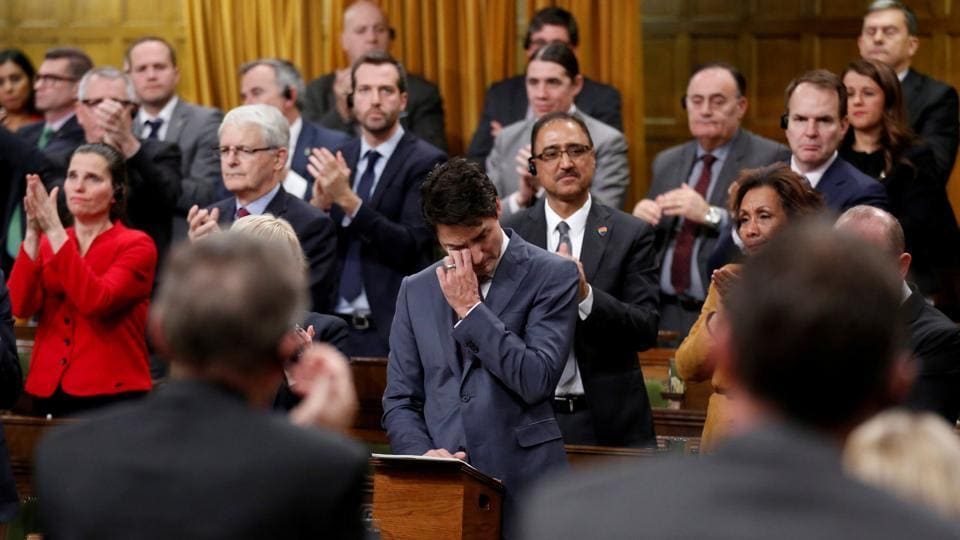 Canada's Prime Minister Justin Trudeau wipes away tears while delivering an apology to members of the LGBT community who were discriminated against by federal legislation and policies fro decades, in the House of Commons on Parliament Hill on November 28, 2017 in Ottawa, Canada. (Chris Wattie / REUTERS)