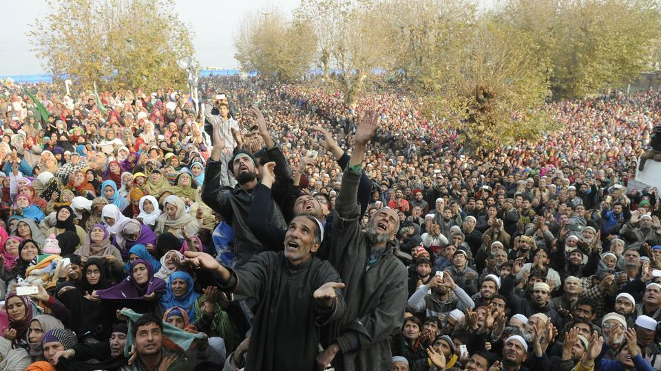 Kashmiri Muslims pray as the head priest (not pictured) displays a holy relic attributed to prophet Muhammed on Eid-e-Milad-u-Nabi, at the Hazratbal Shrine in Srinagar, Jammu and Kashmir on December 01, 2017. Thousands gathered to view the relic believed to be a hair from the beard of Prophet Muhammed, and offer special prayers on the occasion. (Waseem Andrabi / HT Photo)