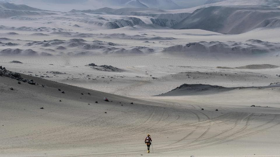 An ultra-marathoner takes part in the second stage of the first edition of the Marathon des Sables Peru between Coyungo and Samaca on November 29, 2017 in the Ica Desert . Participants in the race will cover approximately 250 kms, divided into six stages through the Ica Desert at a free pace and in self-sufficiency conditions from November 28 to December 4, 2017. (Jean-Philippe Ksiazek / AFP)