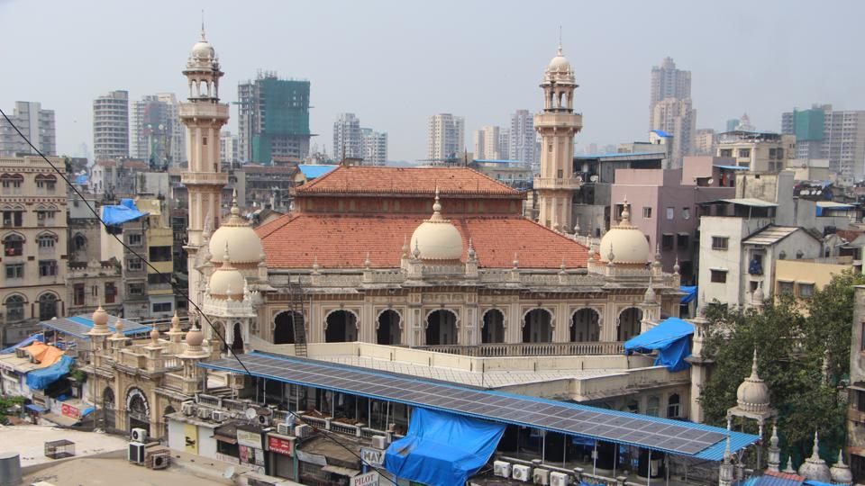 Spread across more than an acre, the two-storey quadrangular mosque at Janjikar Street is run by the Juma Masjid of Bombay trust.