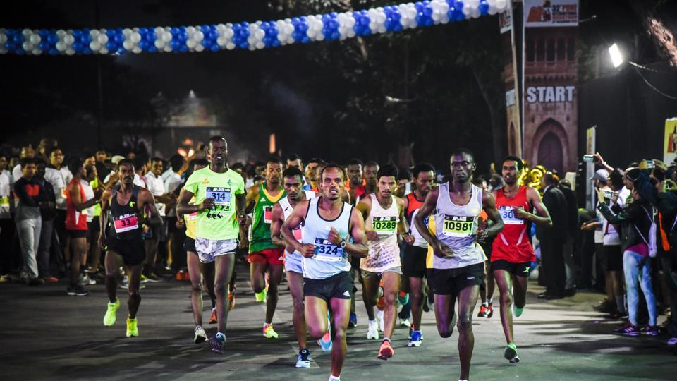 Participants of the 42-km full marathon event at the starting line of the 32nd Pune International Marathon at Sanas Ground in Pune on Sunday, December 3, 2017.  (Sanket Wankhade/HT PHOTO)
