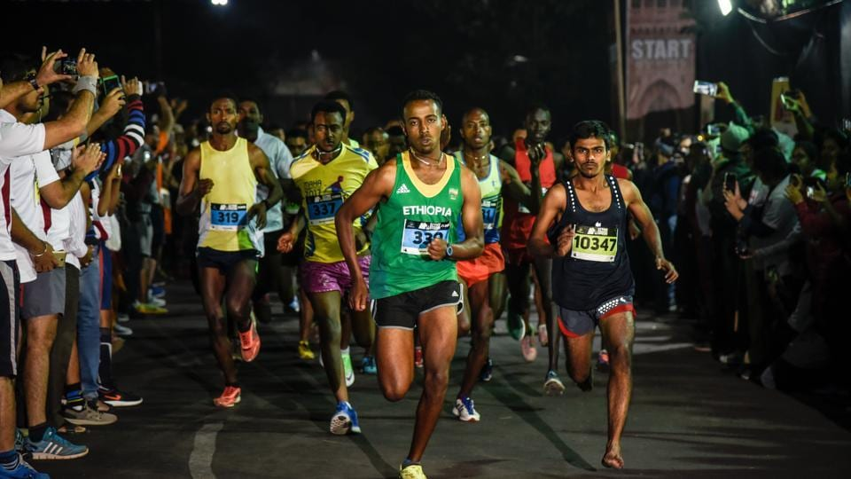 Participants of the men's half marathon event at the starting line of the 32nd Pune International Marathon at Sanas Ground in Pune, on Sunday. (Sanket Wankhade/ HT PHOTO)