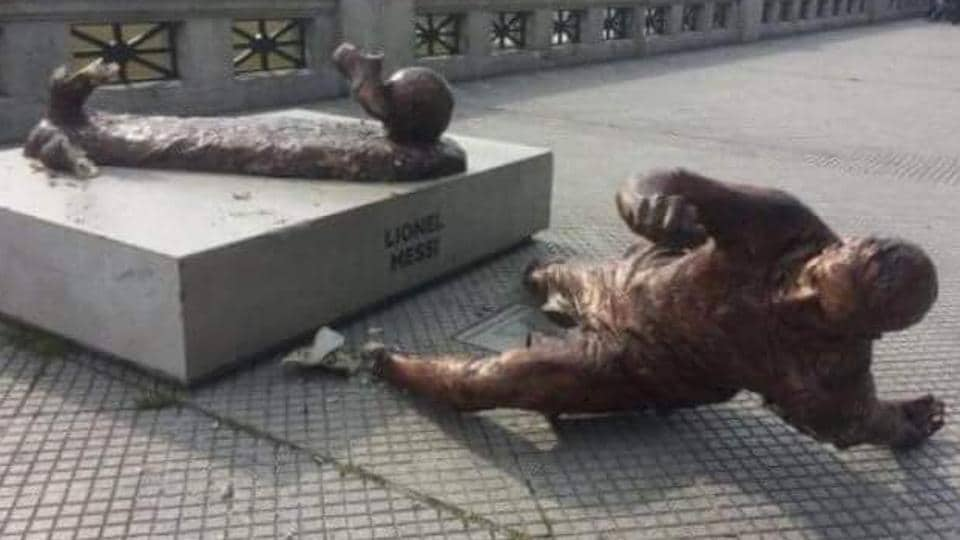 Lionel Messi's statue in Buenos Aires was vandalised on Monday.