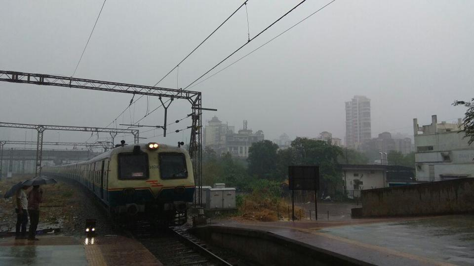 Despite incessant rain, trains on both the central and harbour lines are running. Here, a train pulls into Vashi station. (Bachchan Kumar)