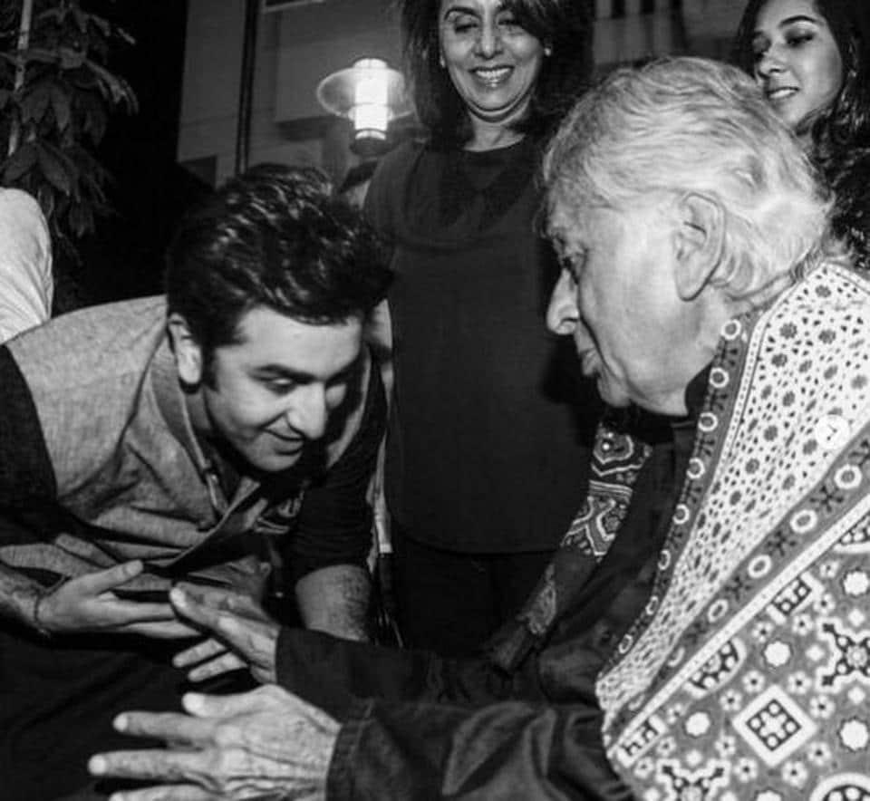Shashi Kapoor with Ranbir Kapoor and Neetu Kapoor outside Prithvi theatre in Mumbai. Shashi Kapoor died on Monday at the age of 79.