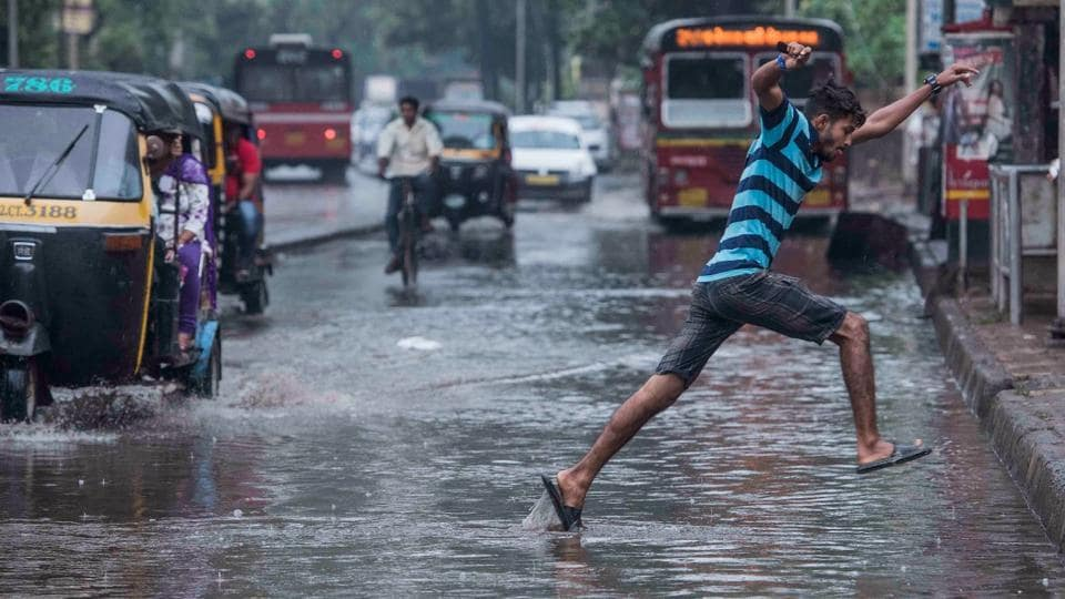 A view of a waterlogged street in Andheri. The city recorded its highest 24-hour December rain in a decade after unseasonal showers lashed Mumbai on Monday, as a result of Ockhi's presence in the Arabian Sea. (Satish Bate / HT Photo)