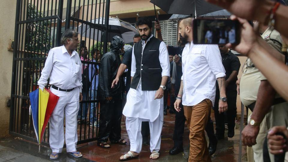 Abhishek Bachchan (C), leaves after attending the funeral of actor Shashi Kapoor in Mumbai. The actor-producer's body was taken to the crematorium from his Juhu home in an ambulance at 11.45 am. (Rafiq Maqbool / AP)