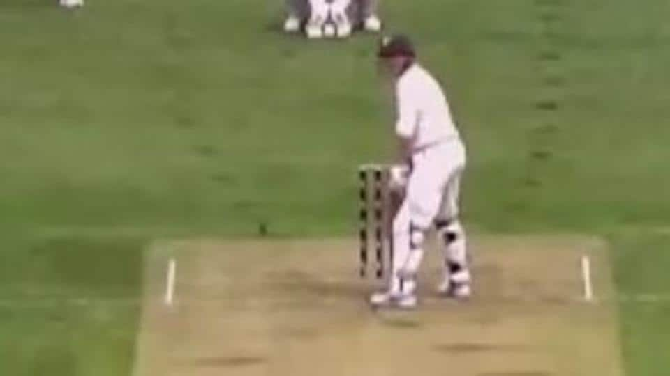 George Bailey became the right-handed version of Shivnarine Chanderpaul during a Sheffield Shield clash between Tasmania and New South Wales and his funny stance became a hit on social media.