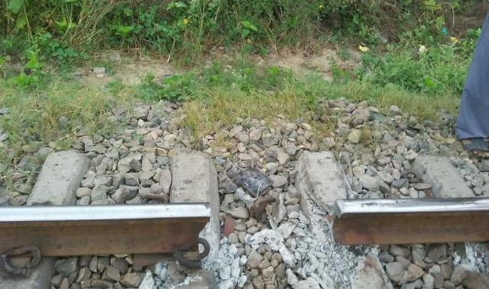 A chunk of the track between Kankaha and Mohanlalganj stations found missing on Oct 2, 2015.