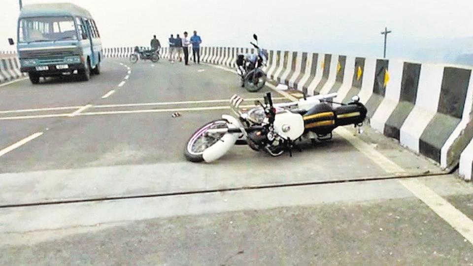 Delhi bikers,Delhi teen falls,Biker death