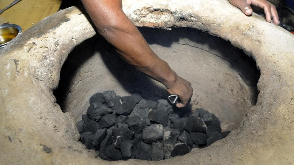 There is no diktat for eateries to stop using coal to cook food as it does not amount to the flouting of regulations.