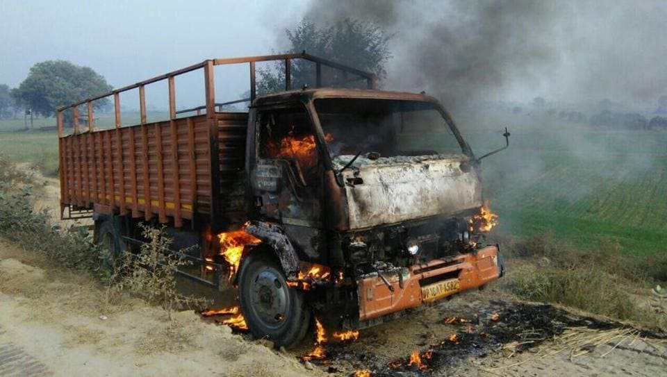 Irate residents blocked traffic for over an hour on the Pushta Road on Wednesday morning and set a canter ablaze.