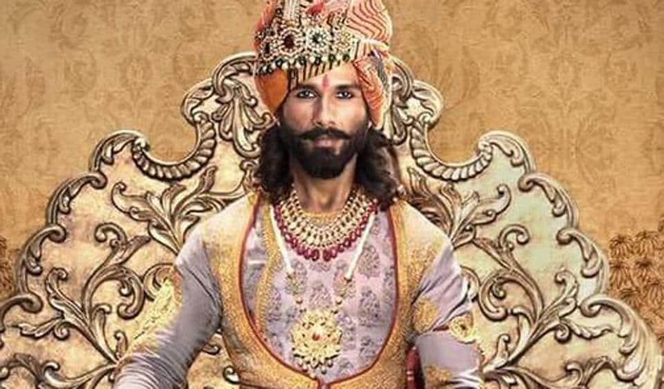 Shahid Kapoor looks regal as Maharawal Ratan Singh in Padmavati.