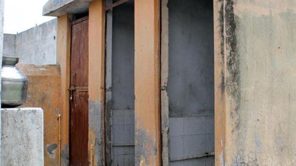 Joint Family,Toilet,Harda police