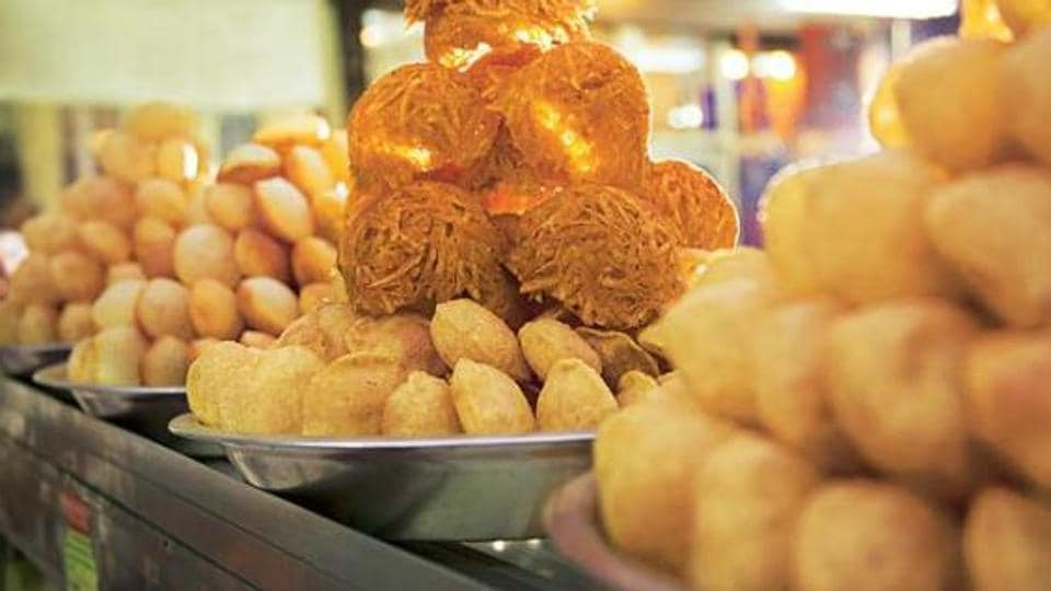 """""""One should eat a golgappa by keeping the neck in its normal upright position to avoid any risk."""""""