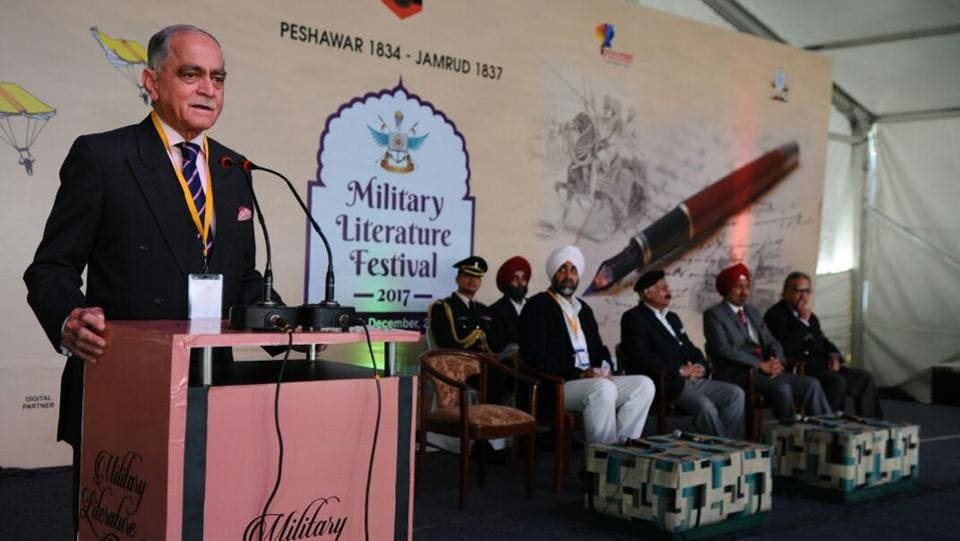 War veteran, Lt Gen Tajindir Singh Shergill addresses the crowd during the Military Literature Festival in Chandigarh. Military leaders, thinkers, authors and journalists and war correspondents will take to the stage in various discussions. The event is open to all and has free entry. (Anil Dayal / HT Photo)